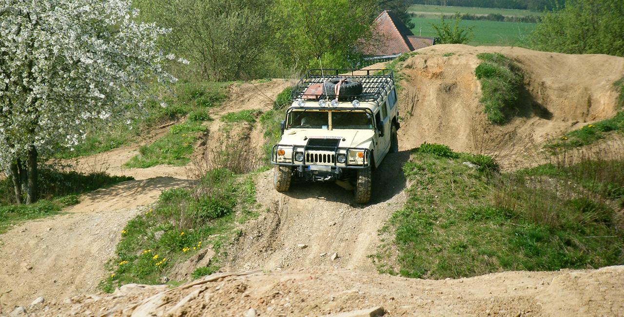 30 Min. Hummer H1 offroad selber fahren in Langenaltheim